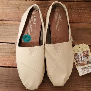 TOMS Cream Slip-on Shoes NWT